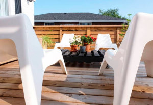 An outdoor living space with a DIY pallet table and chairs.